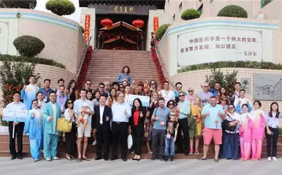 International tourists visit Shennong Caotang Museum during the Spring Festival