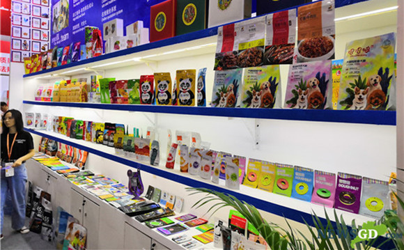 Food traders seek business opportunities at Guangzhou's food expo