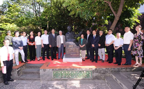 Statue of Liu Changxiao erected at GPHL's Shennong Caotang Museum