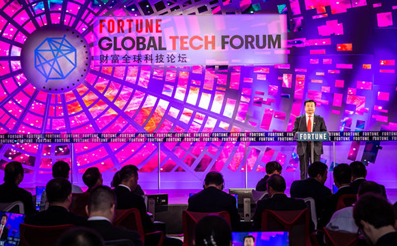 Li Chuyuan presents at Fortune Global Tech Forum
