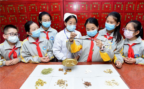 Lessons on traditional Chinese medicine introduced to schools across China